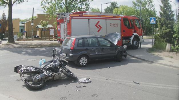 Wypadek w Falenicy, motocyklista w szpitalu