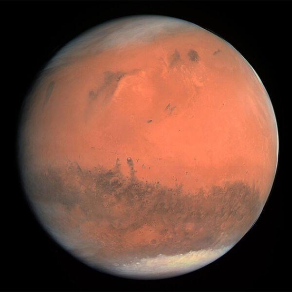 """Mars w """"rzeczywistych barwach"""". Zdjęcie zostało zrobione w 2009 roku, kiedy Rosetta przelatywała obok planety"""