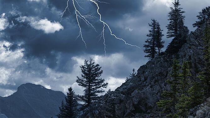 Uwaga na burze w górach. <br />W lipcu są szczególnie groźne