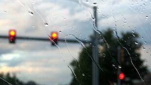 Jazdę utrudni deszcz i lokalne burze