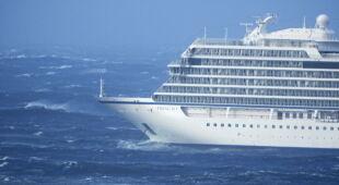 Ewakuacja statku w Norwegii (PAP/EPA/Odd Roar Lange/Frank Einar Vatne)