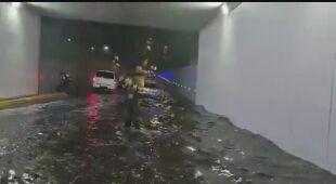 Woda na ulicach w Meksyku po burzy